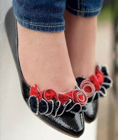 Upcycle your shoes with ruffle Zipper flower - step by step Photo tutorial p.52/53 - Bildanleitung s.52/53