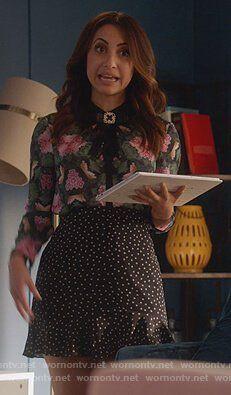 e0616b2394289d Ana s black star print mini skirt on Grown-ish. Outfit Details  https   WornOnTV