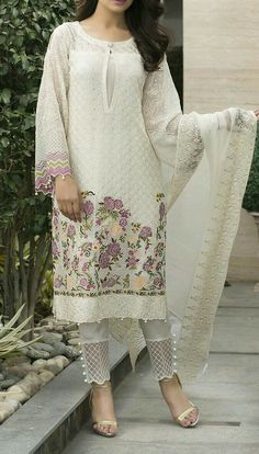 Check out this post - White Chikon Work Kurta with Short Designer Salwar on salwarkameez created by Fashion Pick Of The Day and top similar posts on salwarkameez, trendy products and pictures by celebrities and other users on Roposo. Pakistani Suit With Pants, Pakistani Dresses Casual, Pakistani Dress Design, Indian Dresses, Indian Outfits, Salwar Designs, Blouse Designs, Designs For Dresses, Indian Designer Outfits