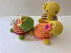 Crochet Home, Free Crochet, Diy Rag Dolls, Crochet Pincushion, Amigurumi Tutorial, Needle Case, Crochet Videos, Crochet Animals, Pin Cushions
