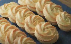 EL - Εύκολα κουλουράκια βουτύρου που δεν τα χορταίνεις! Pastry Recipes, Cooking Recipes, Tree Branch Decor, Sushi, Cookies, Ethnic Recipes, Food, Crack Crackers, Pastries Recipes