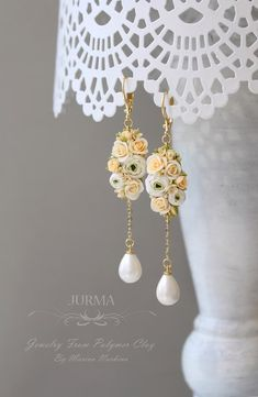 Jurma. Украшения из полимерной глины. Polymer Clay Flowers, Polymer Clay Earrings, Polymer Clay Projects, Clay Crafts, Crea Fimo, Polymer Clay Embroidery, Biscuit, Clay Beads, Photos Du