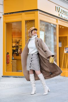 gelb-outfit-berlin-fashionbloger-modeblog-streetstyle-neutrals-ootd-inspiration-mode-mini-rock-22 H&m Trends, Fashion Weeks, Topshop, German Fashion, Only Fashion, Maxis, Mid Calf Boots, Outfit Posts, Berlin