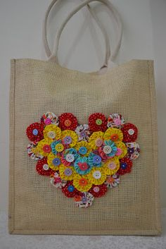 Bows and Ribbons: Grocery Bag With Yoyo Flowers : Bows and Ribbons: Grocery Bag With Yoyo Flowers Fabric Bags, Fabric Scraps, Sewing Crafts, Sewing Projects, Yo Yo Quilt, Diy Tote Bag, Burlap Crafts, Jute Bags, Fabric Jewelry