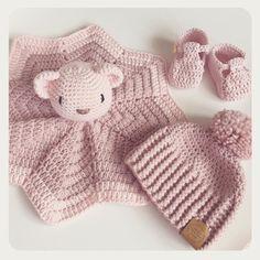 Baby Bear Comforter (Lovey) Crochet pattern by Little Wildflower Crochet Baby Bear Comforter (Lovey) Source by gerdafettel Crochet Lovey, Baby Blanket Crochet, Crochet Dolls, Free Crochet, Knit Crochet, Baby Patterns, Crochet Patterns, Baby Lovey, Lovey Blanket