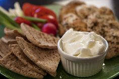 i just made this tonight! it is that yummy garlic sauce you get with chicken shawarma. this is the best recipe i have come across so far. Mediterranean Garlic Sauce, Mediterranean Recipes, Mediterranean Style, Love Food, A Food, Food And Drink, Lebanese Garlic Sauce, Sauce Recipes, Cooking Recipes