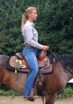 AQHA: Three Tips for the Correct Upper Body Position in Horsemanship Horseback Riding Tips, Horse Riding Tips, Rodeo Outfits, Rodeo Clothes, Western Horsemanship, Ranch Riding, Horse Training, Training Tips, Horse Information