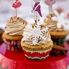 Cupcakes orange with flecks of chocolate and cinnamon cream Sweet Recipes, Cake Recipes, Dessert Recipes, Desserts, Best Sweets, Cakes And More, Beautiful Cakes, Baked Goods, Creme