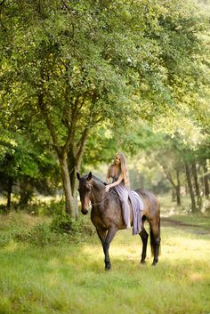Cute Horse Pictures, Horse Senior Pictures, Horse Photos, Horse Girl Photography, Equine Photography, Cute Horses, Beautiful Horses, Cavalo Wallpaper, Woman Riding Horse