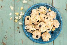 Boules de popcorn aux guimauves et aux bleuets #recettesduqc #collation #sucrerie