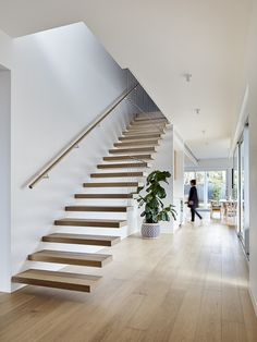 Have a look at this superb staircase makeover - what an ingenious version Interior Stairs, Home Interior Design, Interior Architecture, Loft House, House Stairs, Staircase Makeover, Staircase Remodel, Stair Handrail, Modern Stairs