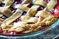raspberry pie with sugar crust Easy Raspberry Pie Recipe, Raspberry Filling, Vegetarian Pie, Low Sugar, The Dish, Pie Recipes, Apple Pie, Low Carb, Favorite Recipes