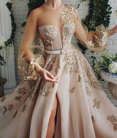Elegant Dresses, Pretty Dresses, Beautiful Dresses, Long Gown Elegant, Beige Evening Dresses, Dress Dior, Debut Gowns, Fantasy Gowns, Fairytale Dress