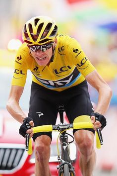 Chris Froome approaches the finish of stage 19