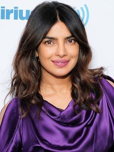 Priyanka Chopra - visits the Jenny McCarthy show at SiriusXM Studios in New York City - May 2018 Beauty Routine 20s, Beauty Hacks Skincare, Beauty Tips, Zooey Deschanel, Priyanka Chopra, Jenny Mccarthy, Becoming An Actress, Miss World, Combination Skin