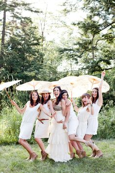 bridesmaids in summer whites Photography By / http://mandjphotos.com