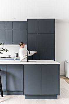 Modern Kitchen Design, Interior Design Kitchen, Modern Interior Design, Contempory Kitchen, Zen Kitchen, Kitchen Dining Living, Cottage Kitchens, Home Kitchens, Floor To Ceiling Wardrobes