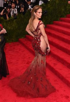 Move over Kim Kardashian, the original rump is back in town! Jennifer Lopez displayed her derriere in this daring dress. H-O-T!