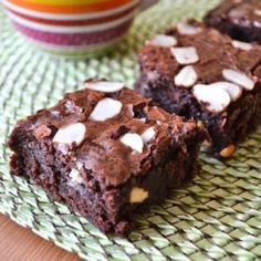 White chocolate amaretto brownies with sliced almonds: Tasty and super easy. They survived a plane ride when I made them. My Recipes, Holiday Recipes, Dessert Recipes, Desserts, Melting Chocolate, White Chocolate, Puffed Wheat Squares, Chocolate Liqueur, Blondie Brownies