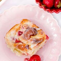Drożdżówki z serem i truskawkami French Toast, Pancakes, Bread, Breakfast, Recipes, Pastries, Food, Morning Coffee, Brot