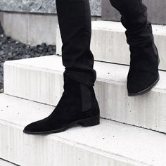 Black Chelsea boots will soon be available on www.carlantonio.com