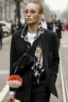Just embroidered collar idea? Milan Women's Fashion Week - Part 1 - Reportage by Julien Boudet Blazer Fashion, Dope Fashion, Fashion Outfits, Fashion Tips, Fashion Design, Fashion Trends, Milan Fashion, Bald Women Fashion, Fashion Weeks