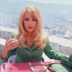 Aliki Vougiouklaki.My parents would take me as a kid to watch her movies and I remember that I enjoyed them.