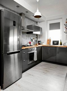 Contemporary Kitchen Ideas – Every person that knows how to cook as well as enjoys to, also knows that it […] Black Kitchens, Home Kitchens, Kitchen Design, Kitchen Decor, Stainless Steel Counters, Leroy Merlin, Kitchen Lighting, Malaga, Kitchen Cabinets