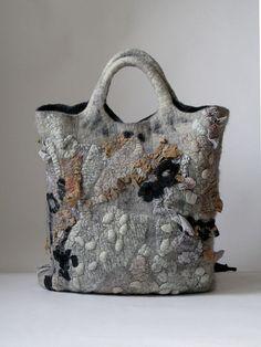 """Туманный Альбион"" Felted bag - wouldn't think the colors work together - but they do!Felted bag - wouldn't think the colors work together - but they do! Handmade Felt, Handmade Bags, Nuno Felting, Needle Felting, Diy Sac, Felt Purse, Wool Art, Felt Art, Beautiful Bags"