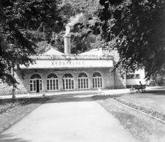 a Barlangfürdő bejárata- 1951 Hungary, Mansions, House Styles, Home Decor, Brandenburg, Mansion Houses, Homemade Home Decor, Manor Houses, Fancy Houses
