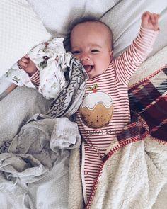 Ojciec wraca z pracy ! Yeeeeeah !  #babygirl #instagood #instababy #instadad #instatatuś #polishboy #polishgirl #Leah #daddysgirl #daughter #cute by kotwikens