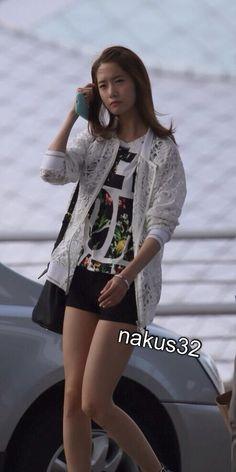http://okpopgirls.rebzombie.com/wp-content/uploads/2013/05/SNSD-Yoona-airport-fashion-May-26-02.jpg