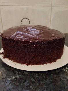 עוגת שוקולד גבוהה ואוורירית - מתכון קלי קלות לעוגת השוקולד הכי אוורירית שיש! עוגה גבוהה ומרשימה, ולא פחות חשוב, מוכנה בקלי קלות! מתכון באדיבות: גילה גילה -