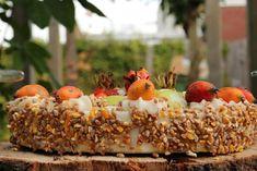 Vogeltaart vlaai met appeltjes, rozenbottels en zaaddozen