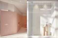 Pattern Studio kreiert rosenfarbenes Interieur für The Daily Edited Boutique in Melbourne - Méthodes de conception Boutique Interior Design, Interior Design Awards, Retail Interior, Interior And Exterior, Luxury Interior, Design Commercial, Commercial Interiors, Shop Interiors, Office Interiors