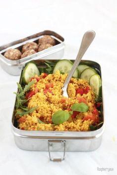 Curry-Hirse mit Paprika als gesunder Büro-Lunch