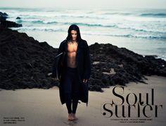 """Editoriais de Moda  """"No meio de praias desertas e ondas agitadas,  uma luz crepuscular anuncia a chegada do outono.  A moda pede alma de surfista reunindo as condições  perfeitas para longas horas de adrenalina na natureza."""" Vê o editorial completo em http://nstyle.pt/moda/editoriais-de-moda/soul-surfer/"""