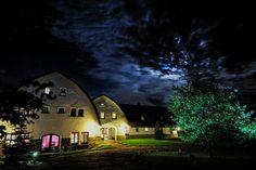 HOT_elarnia by night #hotelarnia #hotel #night