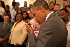 """Neuromarketing político: #Obama y las imágenes con niños. ¿Cómo reaccionamos a imágenes de niños? los niños captan la atención de los lectores con más eficacia que cualquier imagen y los políticos lo saben """"si quieres captar la atención del espectador, muéstrale la imagen de un niño""""; el político que mejor ha sabido usar las imágenes con niños, ha sido Obama, descubramos por qué."""