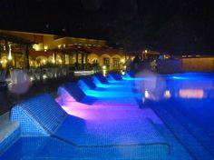 Ocean Coral & Turquesa: Main pool area at night