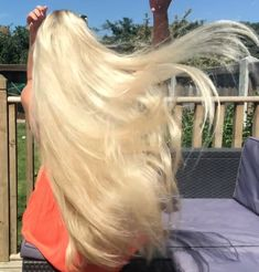Tips For Changing Your Hairstyle – Hair Wonders Long Hair Play, Grow Long Hair, Very Long Hair, Long Platinum Blonde, Long Blond, Light Blonde Hair, Rapunzel Hair, Honey Hair, Playing With Hair