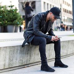 Chelsea boots all black men street style brought to you by Tom Maslanka Chelsea Boots Homme, Chelsea Boots Herren, Chelsea Boots For Men, Black Chelsea Boots Outfit, Black Suede Chelsea Boots, Black Boots Outfit, Black Outfits, All Black Men, Total Black