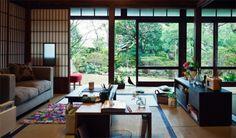 畳の部屋に、ソファや洋風家具を置いて、ステキなバランスを取っていて落ち着きます。
