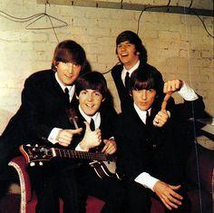 John Lennon, Richard Starkey, Paul McCartney, and George Harrison Foto Beatles, Beatles Love, Les Beatles, Beatles Photos, Beatles Poster, George Harrison, Pop Rock, Rock And Roll, Great Bands