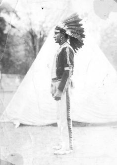 Ottawa man at Harbor Springs, Michigan - circa 1910 Flint Michigan, State Of Michigan, Detroit Michigan, Northern Michigan, Native American Tribes, Native American History, Native Americans, Native Indian, Great Lakes