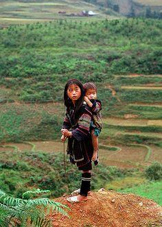 Hmong sisters in Sapa