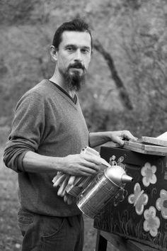 Giovanni, apicoltore toscano Opera, Art, Craft Art, Opera House, Kunst, Art Education, Sanat