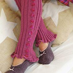 Free pattern for pretty, feminine legwarmers for the Winter.