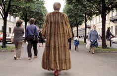 Ferdinando Scianna 1987    RUSSIA, Leningrad: fashion story before the fall of Comunism.  (c) Ferdinando Scianna/Magnum Photos