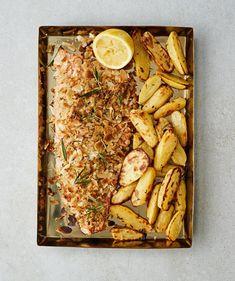 Rouskuvan kuorrutuksen alta paljastuu mitä mehevin kalaherkku. People Eating, Fish Dishes, Fish And Seafood, Good Food, Potatoes, Cheese, Kala, Cooking, Recipes